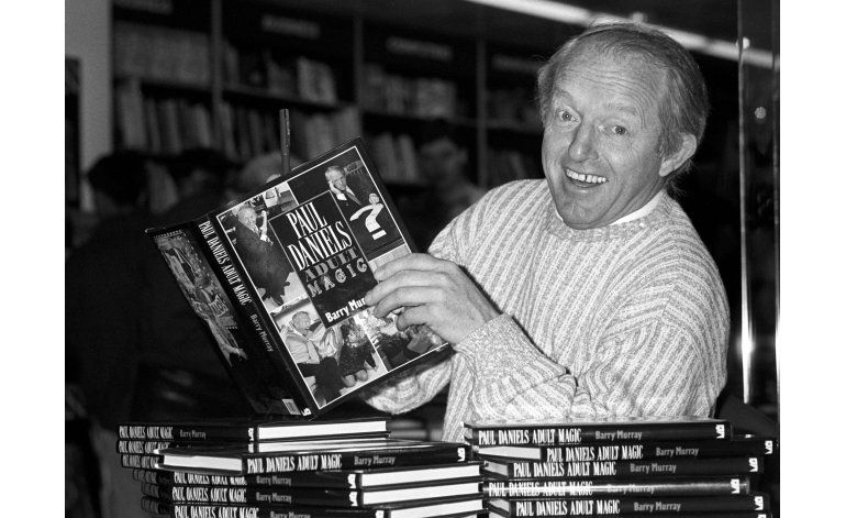 Muere Paul Daniels, popular mago de la TV británica