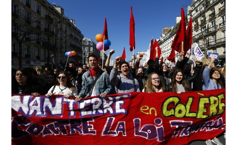 Jóvenes protestan reformas laborales en Francia