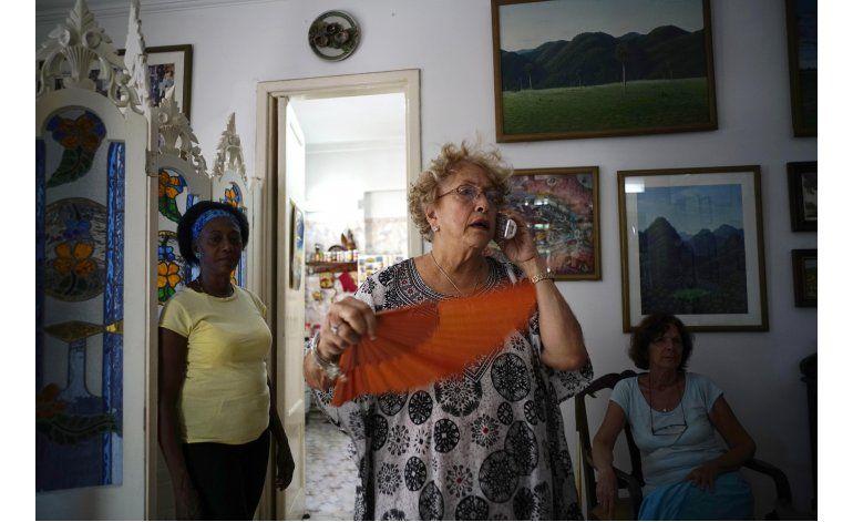 Cubana sorprendida con carta de Obama