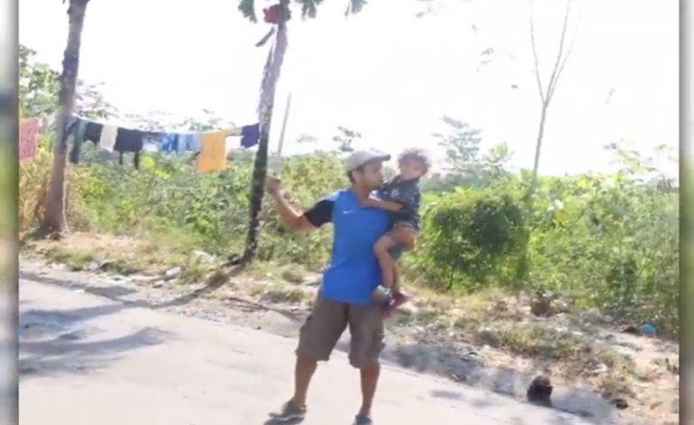 Panameño ataca a machetazos a migrantes cubanos varados en Panamá