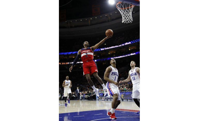 Con otro triple doble de Wall, Wizards superan a 76ers
