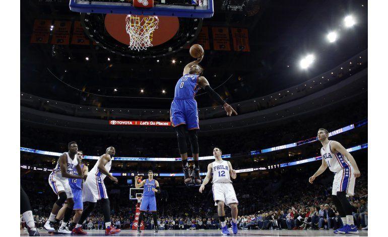 Thunder asegura playoffs en histórica actuación de Westbrook