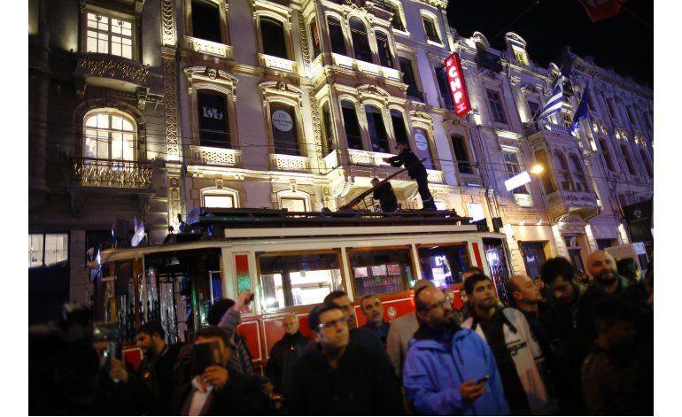 Extranjeros figuran entre 5 muertos por atentado en Estambul