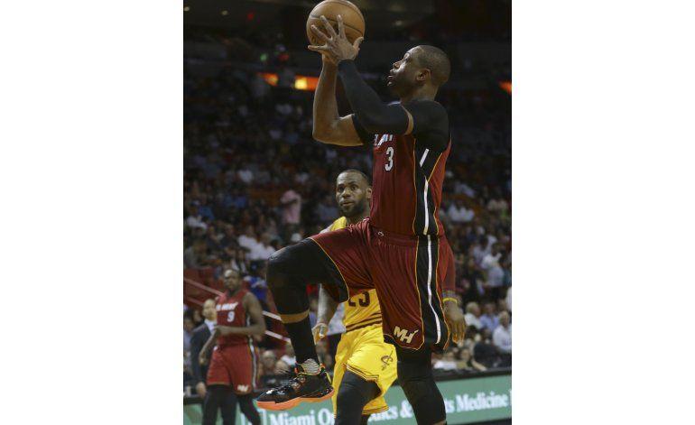 Wade logra hito histórico y Heat arrolla 122-101 a Cavaliers