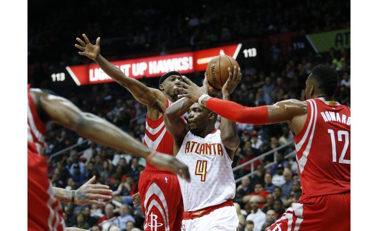 Horford anota 22, Hawks vencen 109-97 a Rockets