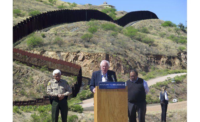 Sanders visita la frontera con México y habla de inmigración