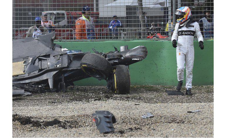 Alonso sufre un espectacular choque en el GP de Australia