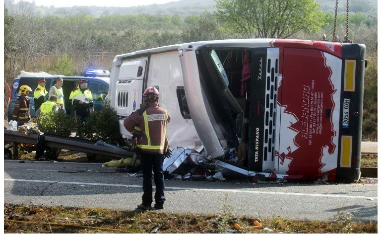 Choque de autobús en Cataluña deja 13 universitarios muertos