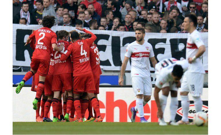 Colombiano Ramos cumple y Dortmund se impone 3-1 al Ausburgo
