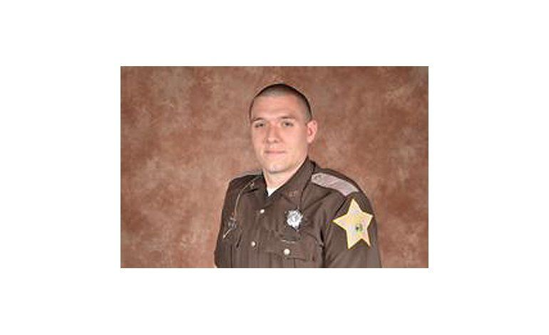 Dos policías baleados en Indiana; muere uno de ellos