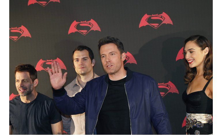 Affleck encanta en español a los fans de Batman