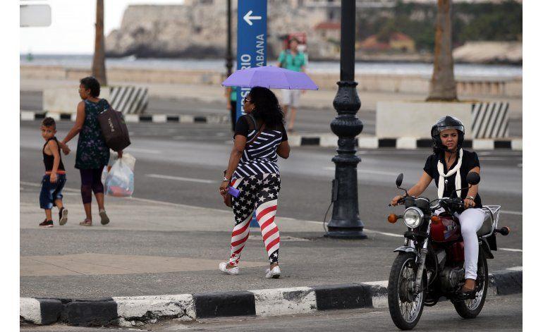 Obama llega a Cuba en mayor gesto diplomático de EEUU