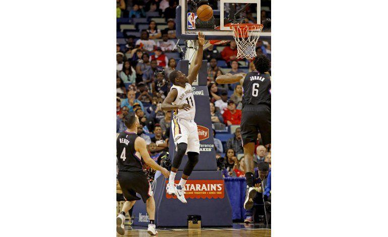 Holiday encabezó el ataque de Pelicans contra Clippers