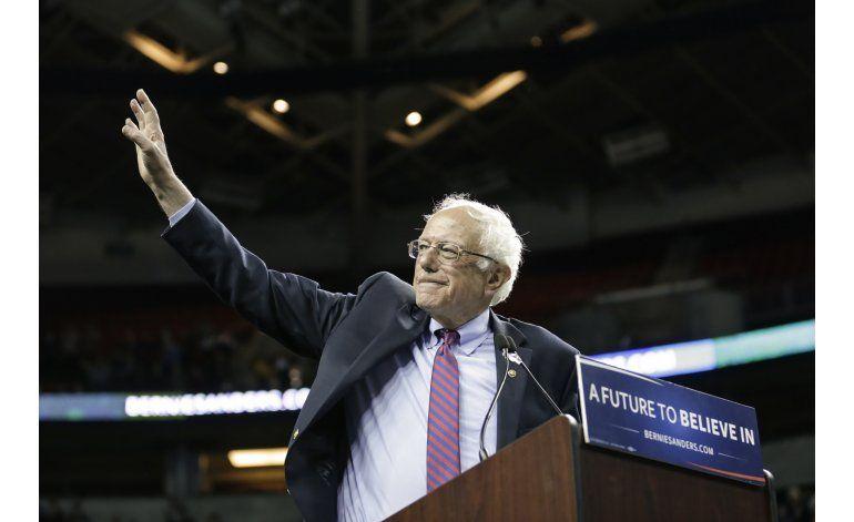 Sanders hace escalas clave de campaña en Washington