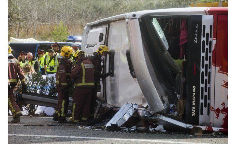 España: Italianas, 7 de 13 fallecidas en choque de autobús