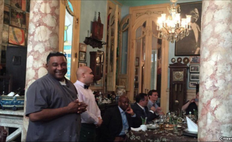 Obama cena en paladar de Centro Habana y es aclamado por los vecinos