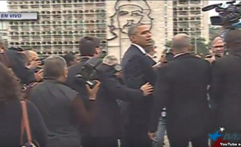 Obama pide otro ángulo para su foto en la Plaza de la Revolución