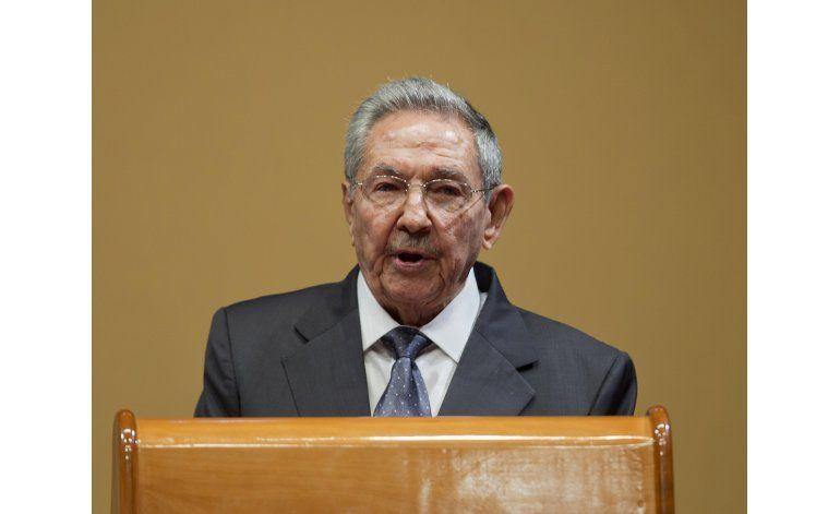 Cubanos se sorprenden con cuestionamientos a Castro