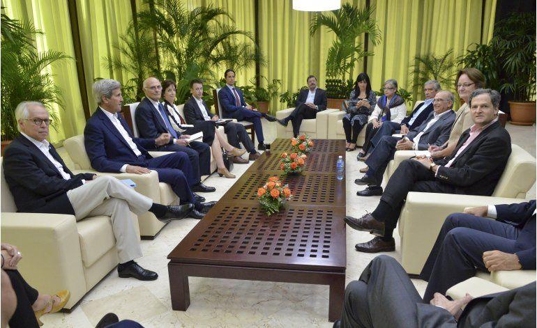 Kerry se reúne en Cuba con FARC y delegados colombianos