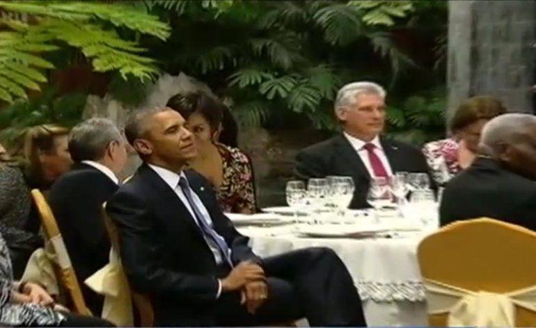 El presidente Obama participó en una cena de estado ofrecida por Raúl Castro