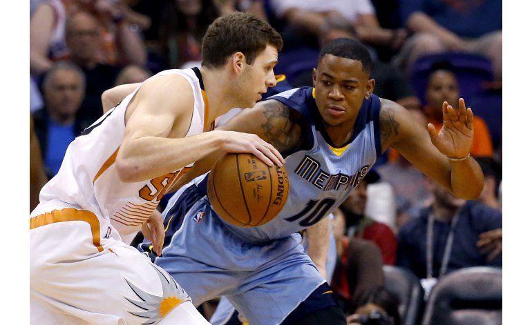 Stephenson lidera a Grizzlies en victoria sobre Suns