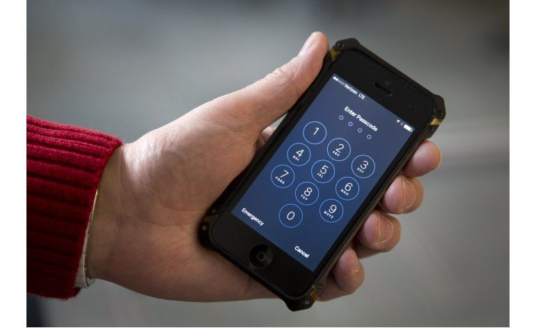 FBI: Tomará 2 semanas probar método de desbloqueo de iPhone