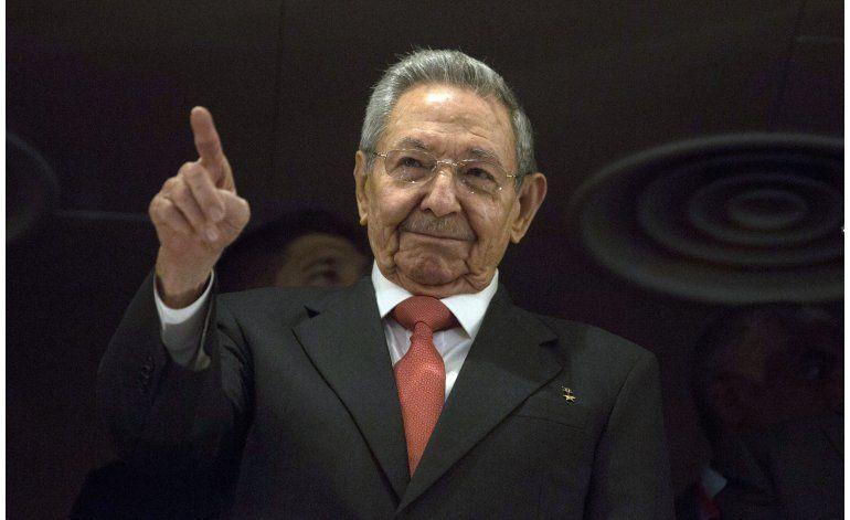 LO ULTIMO: Castro acompañó a Obama a la pista de aterrizaje