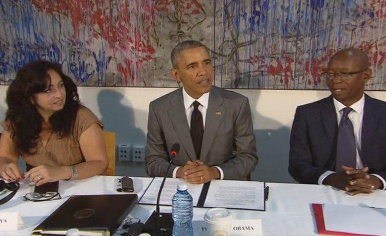 Obama se reúne con disidentes cubanos y elogia su valor