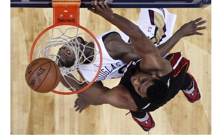 Con doble doble de Whiteside, Heat doblega a Pelicans