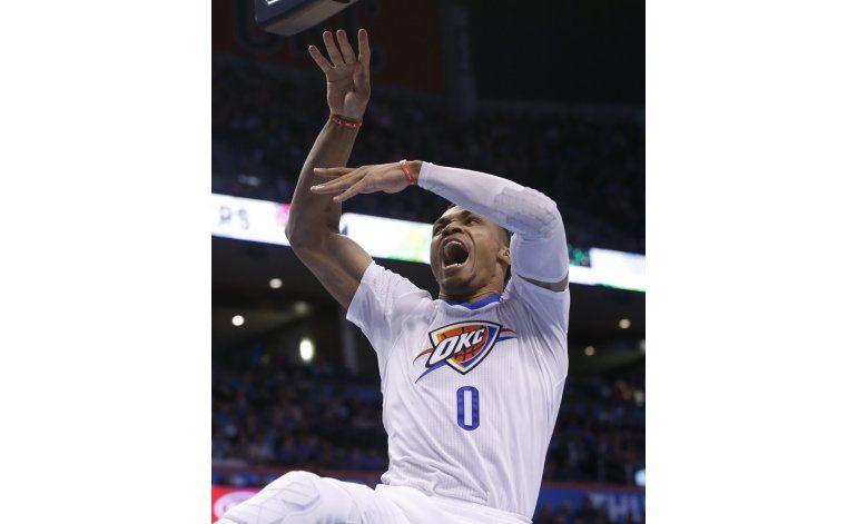 Otro triple doble de Westbrook; nuevo triunfo del Thunder