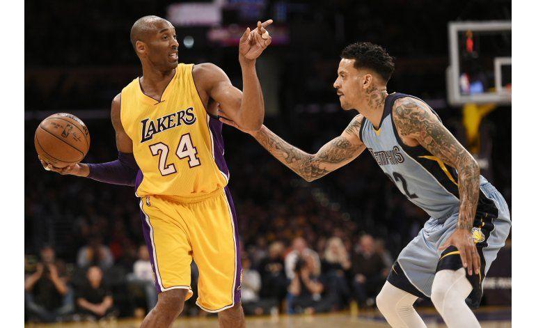 Lakers vencen a Grizzlies y rompen mala racha
