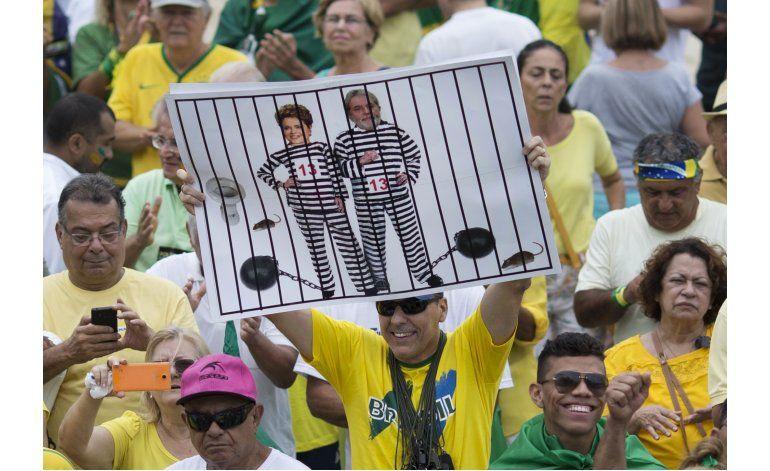 Crisis política en Brasil relega los Juegos a segundo plano