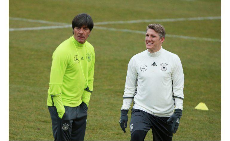 Schweinsteiger es baja por Alemania por lesión de rodilla