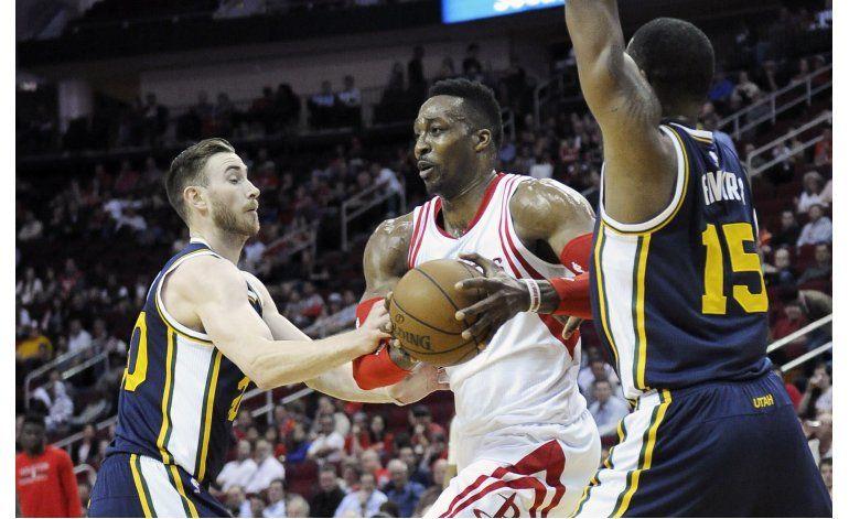 Clavada de Favors da triunfo al Jazz sobre Rockets