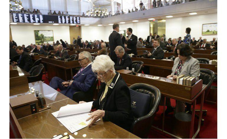 North Carolina bloquea norma para transexuales en sanitarios