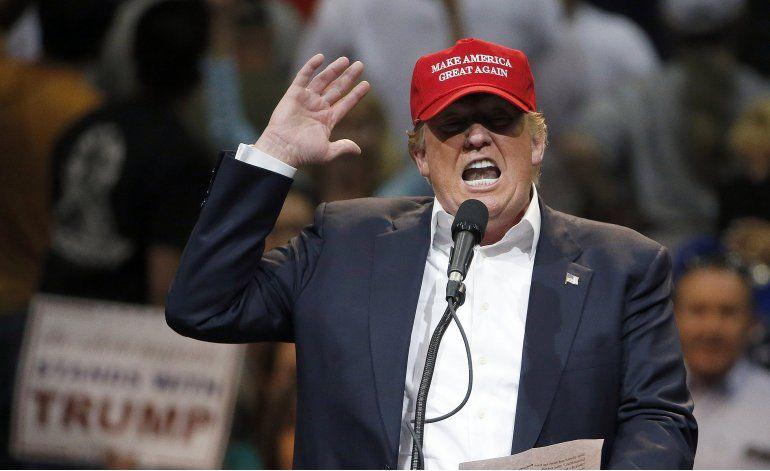 Ataques republicanos a Trump, más fuertes que los de Clinton