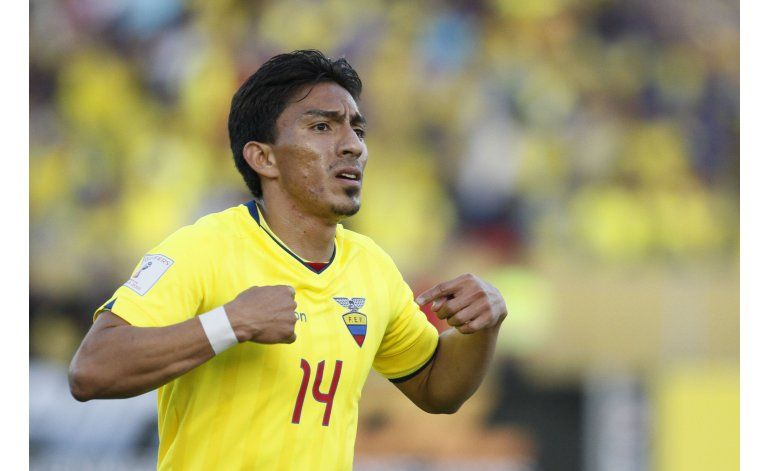 Ecuador sufre pero empata 2-2 ante Paraguay en Quito