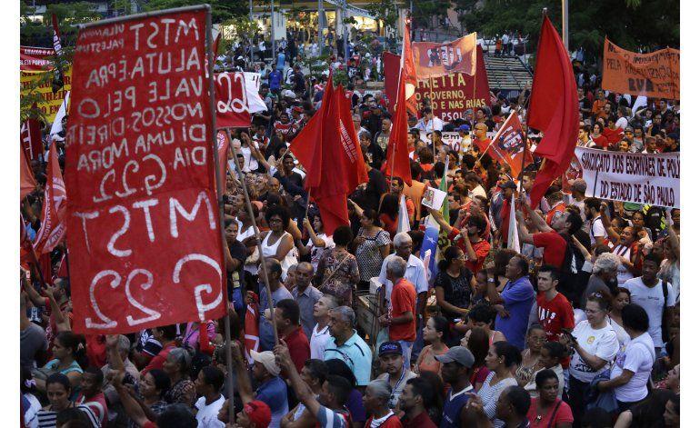 Brasil: Miles marchan en apoyo a Rousseff