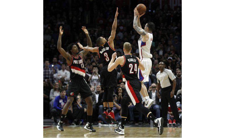 Clippers vencen a Blazers con tiro de Redick