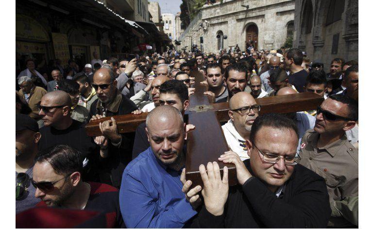 Miles de personas acuden a Jerusalén en Viernes Santo