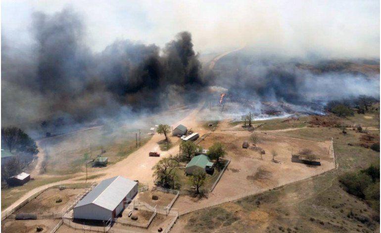Vientos complican contención de incendio en Kansas, Oklahoma