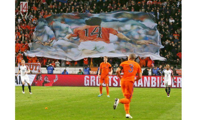 Tras homenaje a Cruyff, Francia supera 3-2 a Holanda