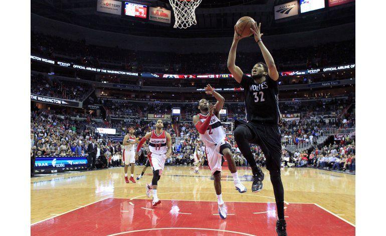 En 2 prórrogas, Wolves propinan dura derrota a Wizards