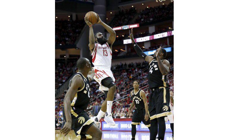 Rockets vencen a Raptors con triple doble de Harden