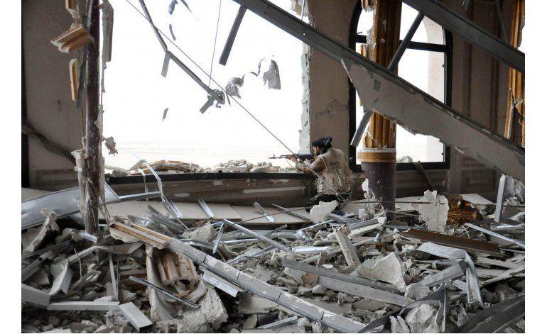 Fuerzas sirias combaten al Estado Islámico dentro de Palmira
