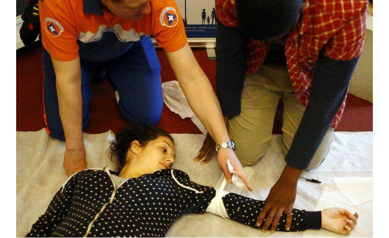 Parisinos asisten a cursos de primeros auxilios gratis