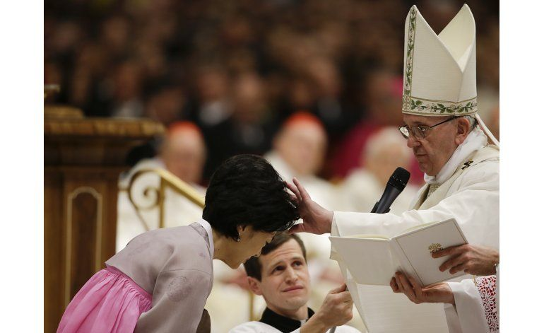 Tras sombría semana en Europa, papa da mensaje de esperanza