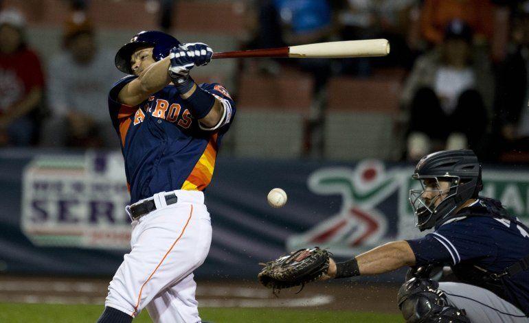 Astros aplastan a Padres en la Ciudad de México