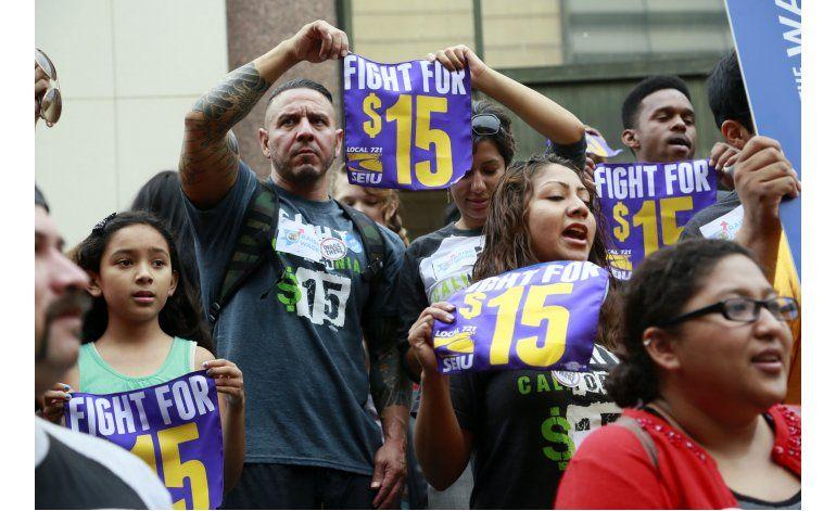 Alcanzan acuerdo para elevar el salario mínimo en California