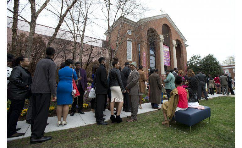 Obama y su familia asisten a misa de Pascua en Virginia